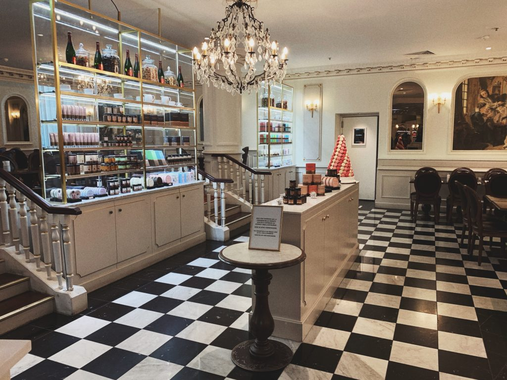 Where to Find the Best Hot Chocolate in Paris, France (chocolat chaud in Paris)